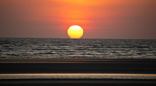 2the_sun_sets_over_the_gulf_of_carpentaria